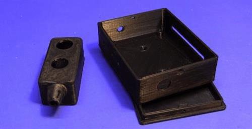 Корпус кнопочного пульта (слева) и контроллера (справа), распечатанные на 3D принтере
